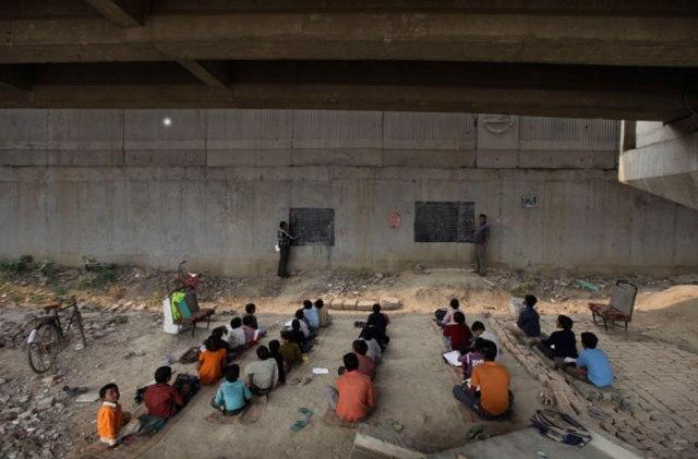 B_Id_383113_children-bridge1