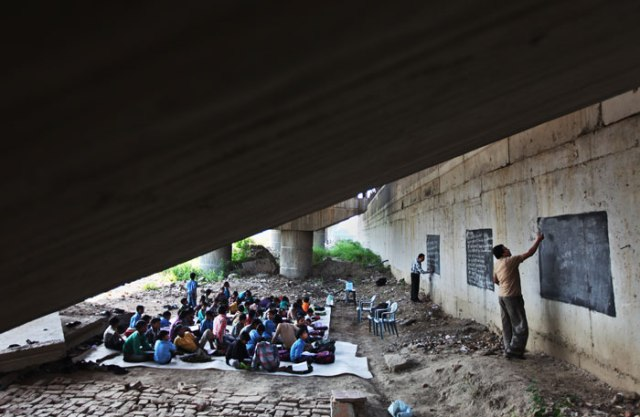 B_Id_383122_school-under-bridge