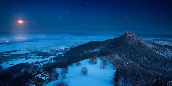 castle-winter-fairy-tale-zima-noch