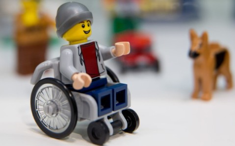 160128140840-lego-wheelchair-figure-780x439-1